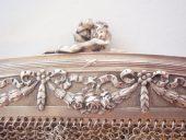 zilveren beugeltasje met guirlandes en rozen